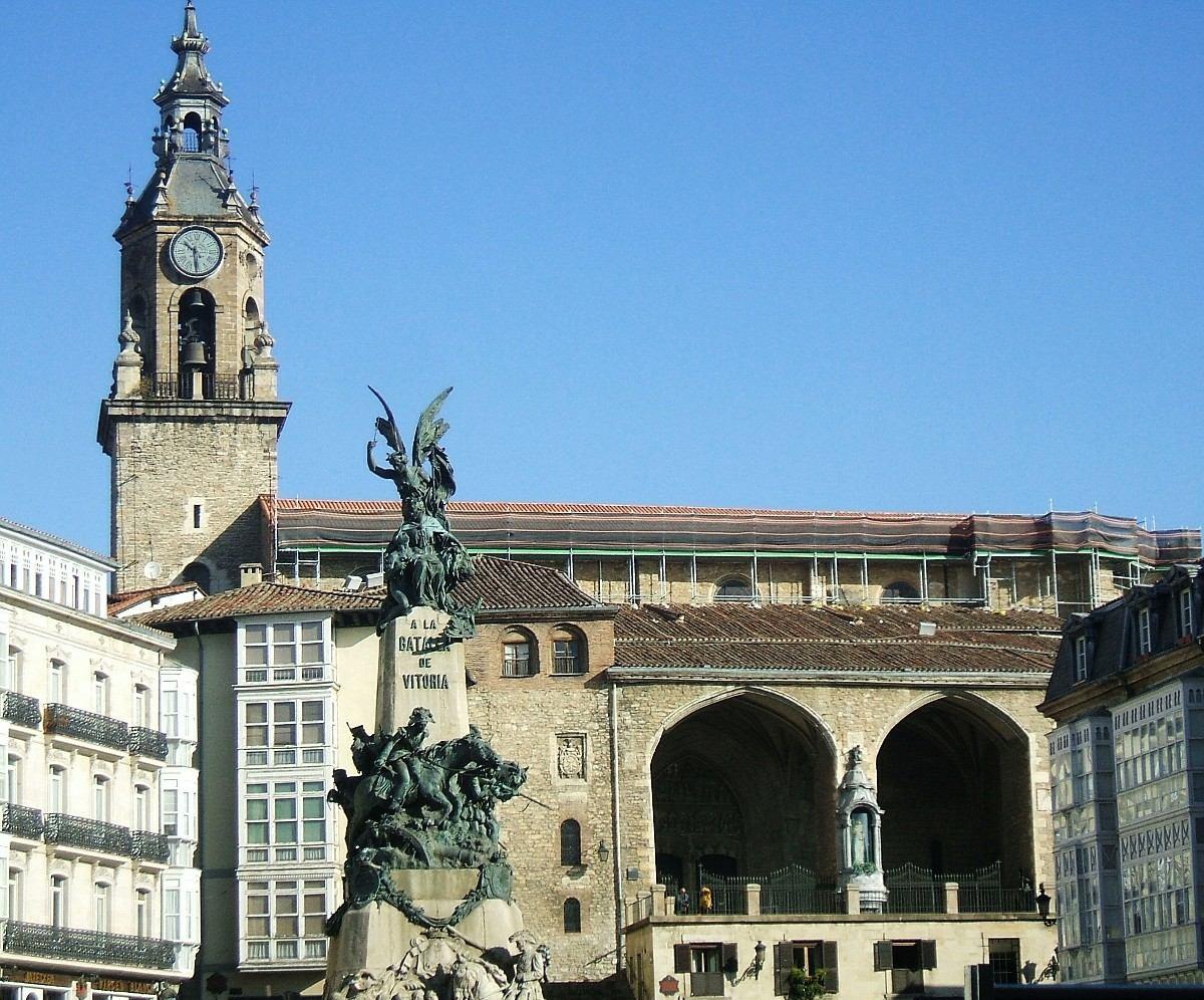 las cuatro torres de Vitoria-Gasteiz la iglesia de san miguel