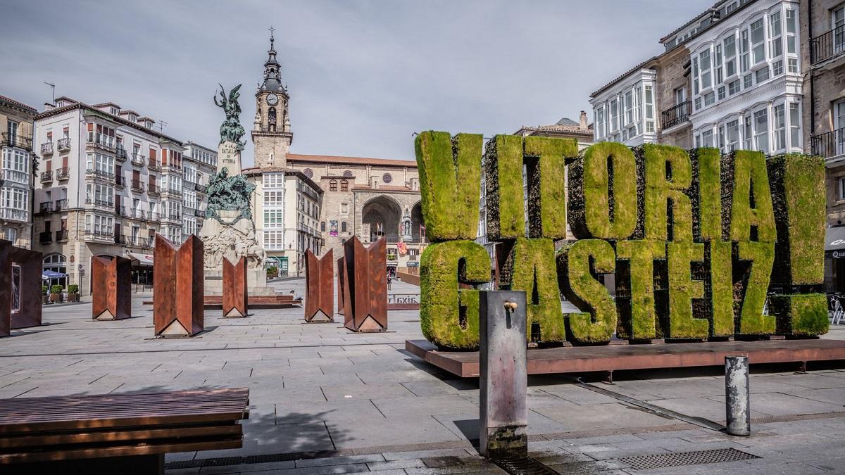 Plaza de la Virgen Blanca.