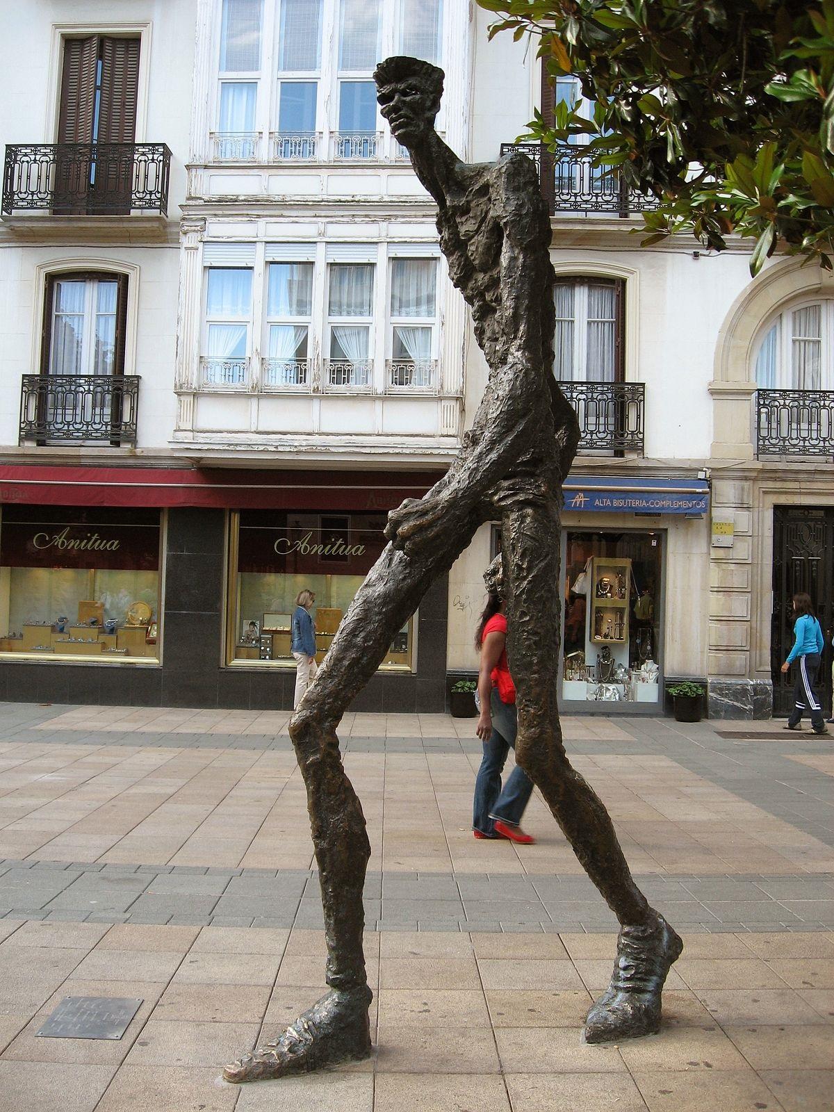 turismo en Vitoria Gasteiz escultura del caminante