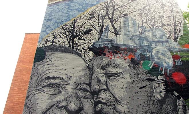 En la cresta de la arruga murales en Vitoira con niños