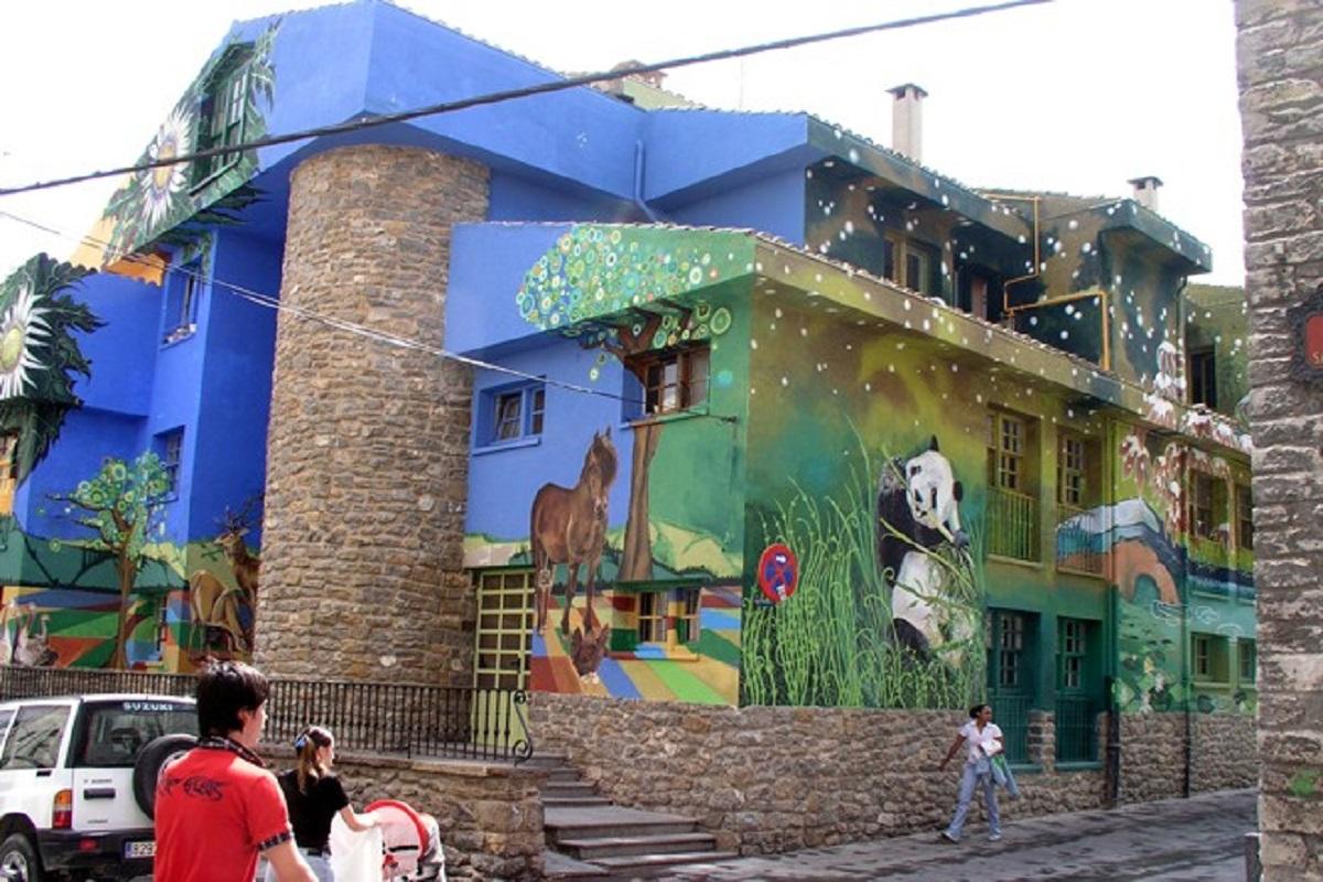 mural en Vitoria los continentes