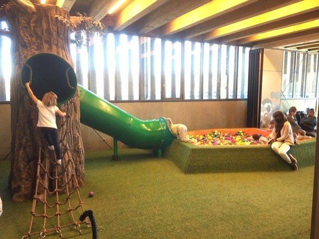 tobogan y piscina gratis de bolas en Vitoria